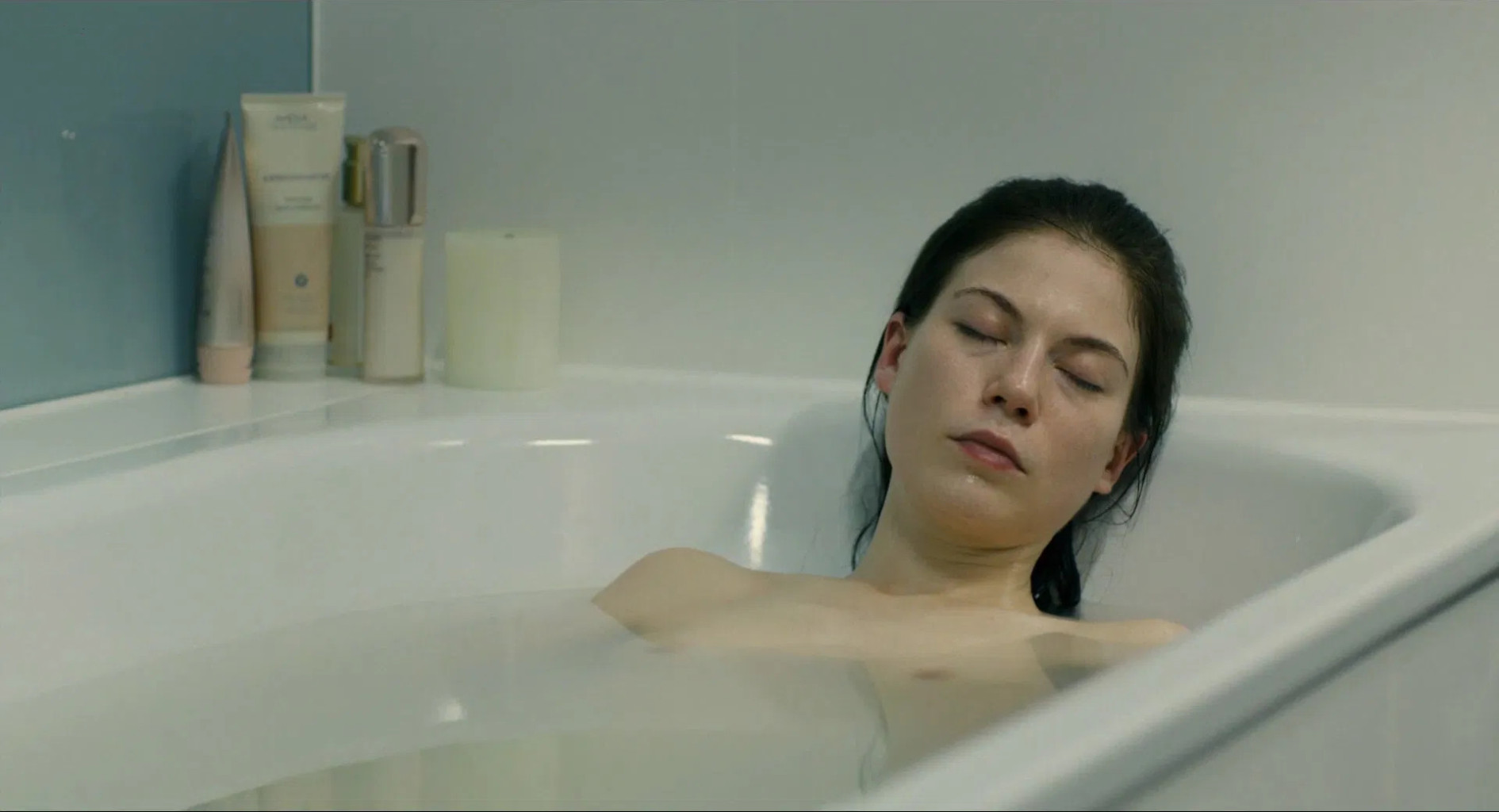 nora-von-waldstätten actress film bathtub
