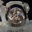 2014/04/outer-space-earth-men-astronauts-3840x2160-36372
