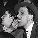 2021/03/weegee-weegee-resourceful-girl-manages-to-watch-man-on-flying-trapeze-and-feed-hot-dog-to-escort-at-same-time